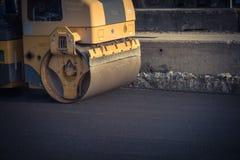 Pracująca przejażdżka na rolownika asfaltu compactor Obraz Royalty Free