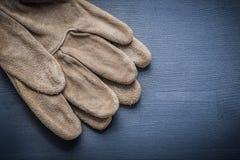 Pracujące rękawiczki na zmroku - błękit deska Obraz Stock