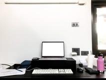 Pracującej przestrzeni biuro w domu obraz stock