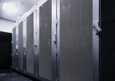 Pracujący dane centrum wnętrze Pojęcie gościć, komputerowy grono, superkomputer, wirtualni serwery, cyfrowa chmura lub kopalnictw fotografia stock