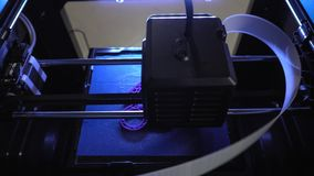 Pracujący nowożytni 3D drukarki druki protestują, szczegół lub element robić klingeryt zbiory