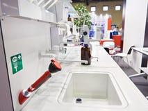 Pracujący stół w chemicznym laboratorium Fotografia Royalty Free