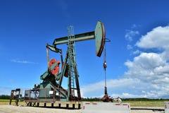 Pracująca szyb naftowy pompa Jack Zdjęcia Royalty Free