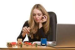 pracujący bizneswomanów potomstwa Zdjęcia Stock
