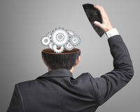 Pracująca metal przekładni inside biznesmena głowa Zdjęcie Stock
