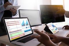 pracuje ciężkich dane analityka statystyk Ewidencyjnego biznes Technol zdjęcia stock