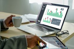 pracuje ci??kich dane analityka statystyk Ewidencyjnego biznesu technologi? zdjęcie stock