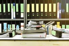 Pracuje mocno, udział praca, sterty dokumentu papier obrazy royalty free