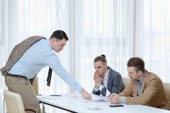 Pracy dymisi szefa oferta rezygnuje papieru pracownika zdjęcie royalty free