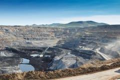 Pracy maszyneria w łupie dla ekstrakcyjnego węgla Obraz Stock