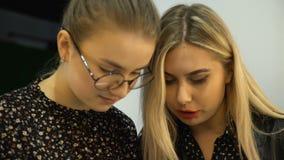 Pracy zespołowej brainstorm dyskusi kobiet opowiadać zbiory