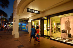 Prada font des emplettes dans l'Australie de la Gold Coast Queensland Photo stock