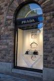 Prada-opslagvoorzijde Het Italiaanse huis van de luxemanier royalty-vrije stock fotografie