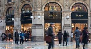 Prada shoppar i Galleria Vittorio Emanuele Royaltyfria Foton