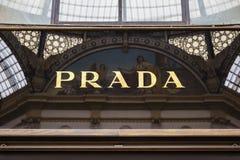 Prada-tekenwinkel in Milan Vittorio Emanuele II Royalty-vrije Stock Afbeeldingen