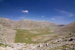 Prado alpestre de Giona de la montaña imagenes de archivo