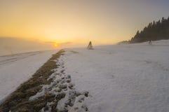 prado congelado de la montaña en último invierno Imagenes de archivo