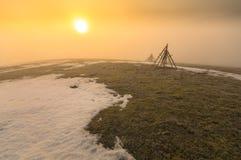 prado congelado de la montaña en último invierno Imagen de archivo