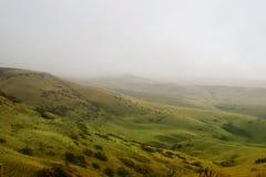 Prado del valle con niebla Imagen de archivo libre de regalías