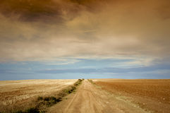 Prado e nuvens imagem de stock