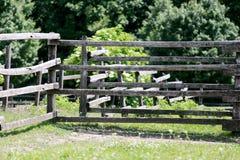 Prado en la granja del caballo sin los caballos Fotos de archivo libres de regalías