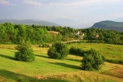 Prado y colinas del país Imagen de archivo libre de regalías