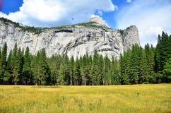 Prado Yosemite de la montaña imagen de archivo libre de regalías