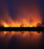 Prados ardentes da fotografia da noite fotografia de stock