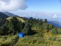 Prados e florestas coloridos em Poon Hill, Nepal foto de stock