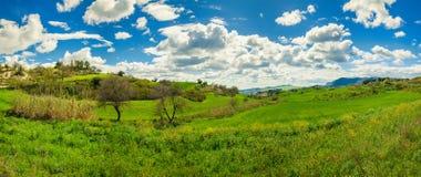 Prados y colinas verdes Fotografía de archivo libre de regalías