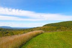 Prados y colinas verdes del campo en Virginia Imagen de archivo libre de regalías