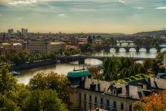 Prag, Ansicht von Prag-Brücken und von die Moldau-Fluss lizenzfreies stockbild