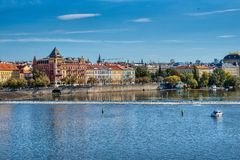 Prag, Ansicht von Prag-Brücken und von die Moldau-Fluss lizenzfreie stockfotografie