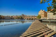 Prag, Ansicht von Prag-Schloss und Charles Bridge stockfotografie