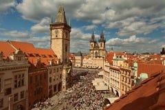 PRAG, BÖHMEN, TSCHECHISCHE REPUBLIK - Ansicht der alten Stadt, des alten Marktplatzes, der Kirche von Jungfrau Maria vor dem Tyn  stockfoto