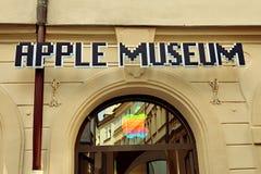 PRAG, BÖHMEN, TSCHECHISCHE REPUBLIK - Apple-Museum in Prag, die alte Stadt, am 14. August 2016 stockfotografie