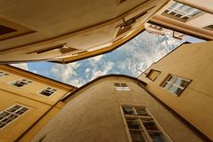 PRAG, BÖHMEN, TSCHECHISCHE REPUBLIK - typische Skyline der alten Stadt stockbild
