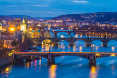 Prag überbrückt Panorama während des Abends, Prag Tschechische Republik Lizenzfreies Stockbild