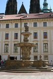 Prag Castle_fountain Stockfotos