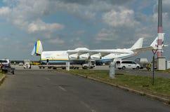 PRAG, CZE - 10. MAI: Flugzeug Antonows 225 auf Flughafen Vaclava Havla in Prag, am 10. Mai 2016 PRAG, TSCHECHISCHE REPUBLIK Es is Lizenzfreie Stockbilder