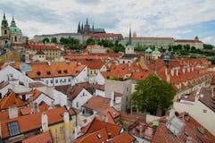 Prag-Dächer lizenzfreie stockfotografie