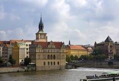Prag - der alte Stadt und die Moldau-Damm, die Tschechische Republik Stockbilder