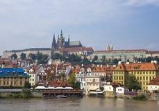Prag - der alte Stadt und die Moldau-Damm, die Tschechische Republik Stockbild