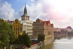 Prag - der alte Stadt und die Moldau-Damm, die Tschechische Republik Stockfotografie