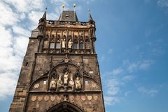 prag Die alte Stadtbrücken-Turmfassade stockbild
