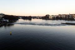 Prag-Fluss während des Sonnenuntergangs stockbild