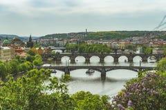 Prag Letenské sady, Ansicht von Prag-Brücken lizenzfreie stockfotografie