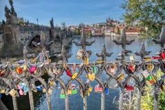Prag-Liebeszaun stockbilder