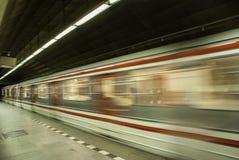 Prag-Methodologie, wo Leute auf ihren Zug warten Lizenzfreie Stockfotografie