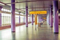 Prag-Methodologie, wo Leute auf ihren Zug warten Lizenzfreie Stockfotos
